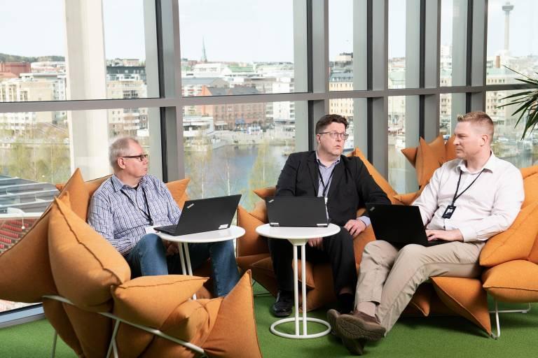 Asiakaskokemusarkkitehti Pekka Rantanen huoletii että Pirten palvelut kehittyvät
