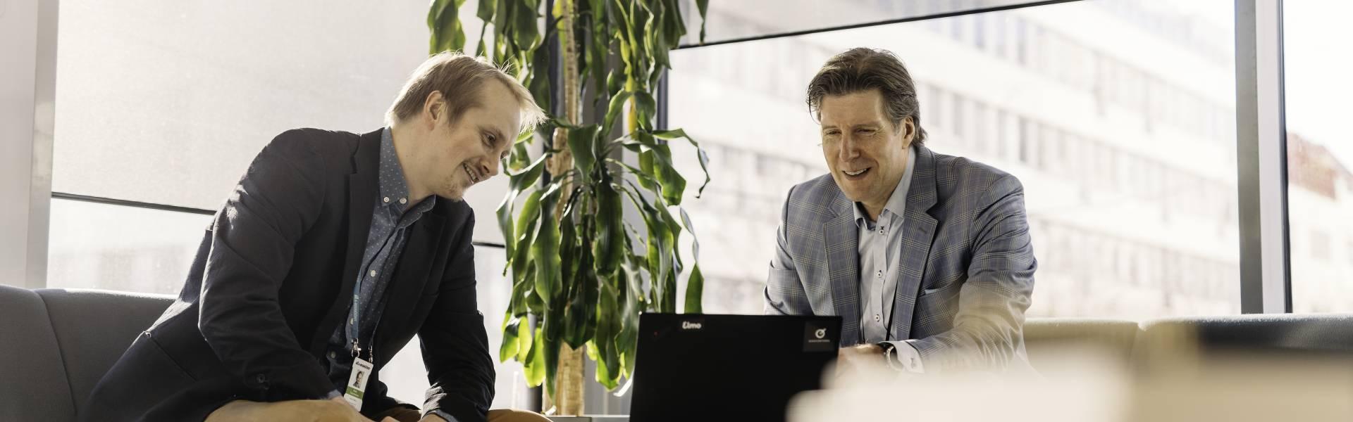 Kuvassa A-Insinöörien Risto Tulenheimo ja Elmon Janne Aaltonen