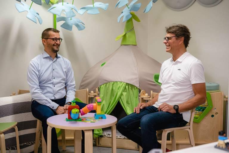 Tevellan Topi Koskinen ja Elmon Juhani Koskinen iloitsevat yhteistyöstä