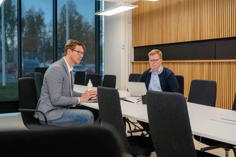 Pilkington Automotive Tero Eriksson ja Kai Stenvik Elmo -lehden haastattelussa